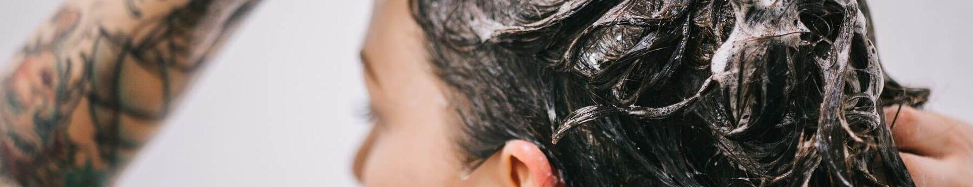 Banner - À quelle fréquence doit-on laver ses cheveux?